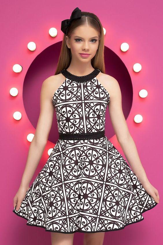 Çocuk Abiye Kıyafet Modelleri Modelleri Beyaz Kısa Halter Yaka Kemerli Geometrik Desenli