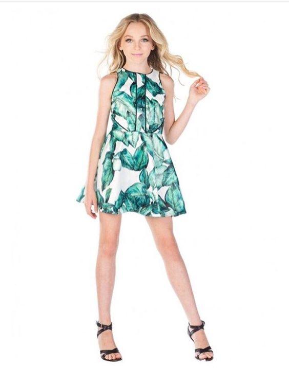 Çocuk Abiye Kıyafet Modelleri Modelleri Beyaz Kısa Kolsuz Yeşil Yaprak Baskı Desenli