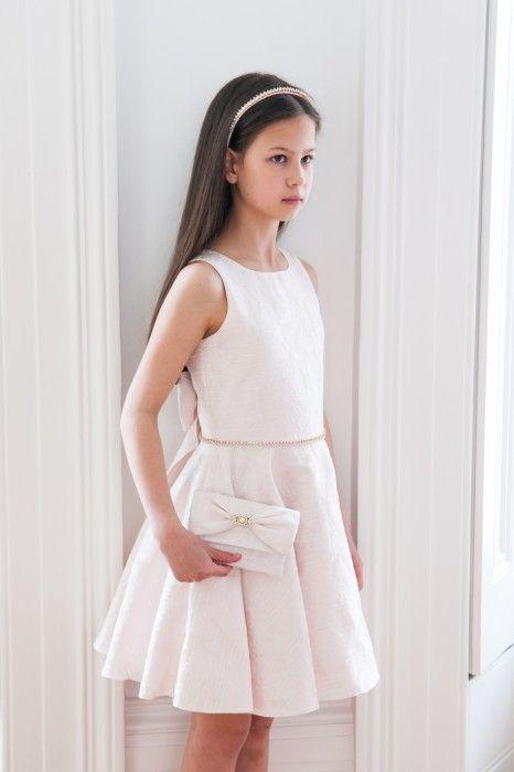 Çocuk Abiye Kıyafet Modelleri Modelleri Beyaz Kısa Yuvarlak Yaka Kolsuz Belinde Taş İşleme Kemerli