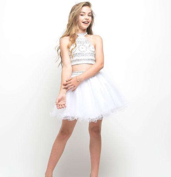 Çocuk Abiye Kıyafet Modelleri Beyaz Kısa İki Parça Göbeği Açık Halter Yaka Balerin Etek