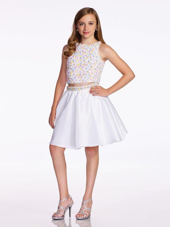 Mezuniyet Elbise Modelleri Beyaz Kısa İki Parça Göbeği Açık Kolsuz Boncuk İşlemeli