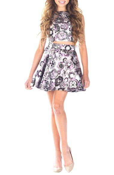 Mezuniyet Elbise Modelleri Gri Kısa İki Parça Göbek Açık Kolsuz Çiçek Baskılı Kumaş