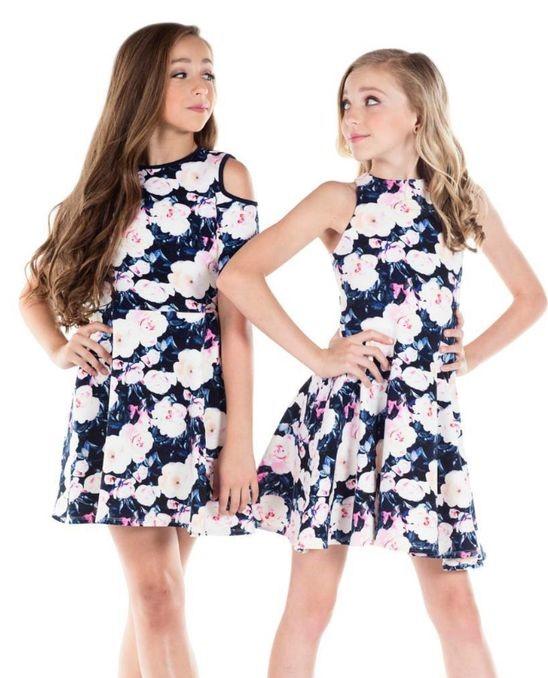 Mezuniyet Elbise Modelleri Lacivert Kısa Çiçek Baskı Desenli