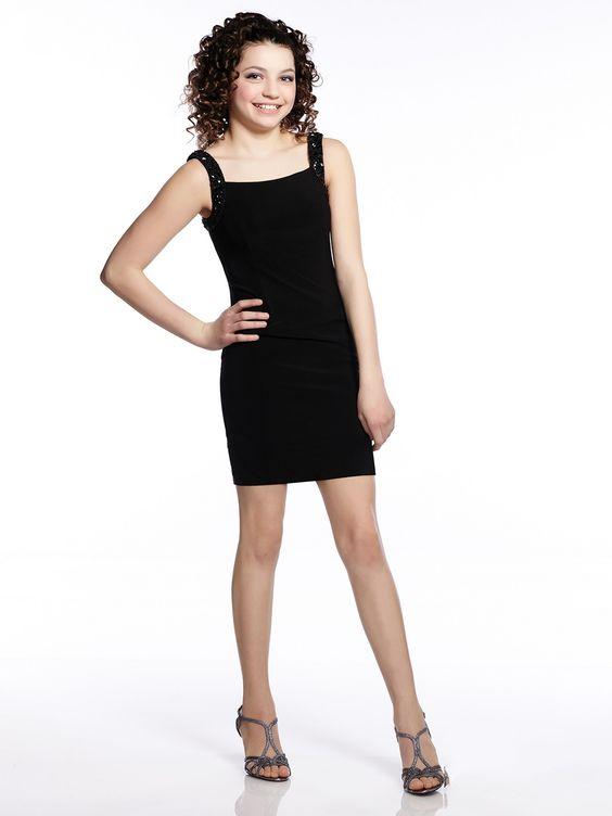 Çocuk Abiye Kıyafet Modelleri Modelleri Siyah Kısa Askılı Sade Ve Şık