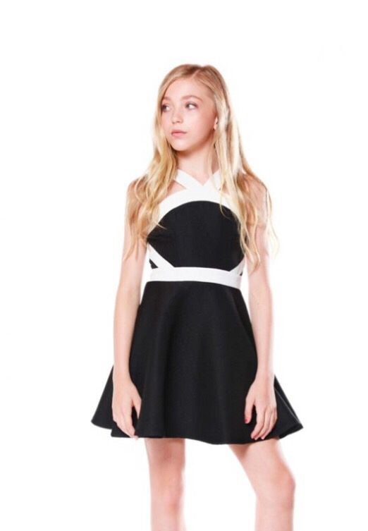 Çocuk Abiye Kıyafet Modelleri Modelleri Siyah Kısa Boyundan Askılı İki Renk Sade