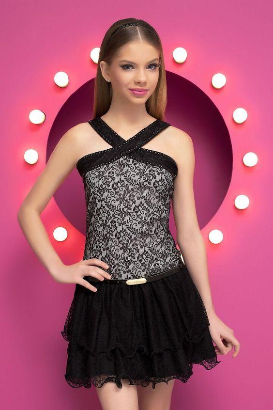 Mezuniyet Elbise Modelleri Siyah Kısa Çapraz Askılı Kloş Etekli Nakış İşlemeli