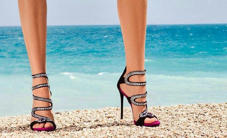 Stiletto Ayakkabı Modelleri Siyah Topuklu S Şekilli Taş İşlemeli