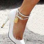 Topuklu Ayakkabı Modelleri Beyaz Bilekten Bağlamalı Kilit Anahtarlı