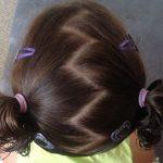 Çocuk Saç Modelleri At Kuyruğu Toplanmış Zigzag Ayrılmış Saç