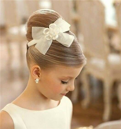 Çocuk Saç Modelleri Topuz Kurdela Çiçek Süslemeli