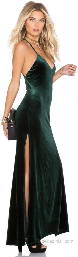 2019 Kadife Gece Elbiseleri Abiye Modelleri Yeşil Uzun Askılı Yandan Yırtmaçlı