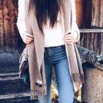 2021 Kış Modası İçin Bayan Spor Kombinler Mavi Pantolon Beyaz Kazak Vizon Atkı