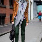 2020 Kış Modası İçin Bayan Spor Kombinler Yeşil Pantolon Gri Atkı Taba Deri Ceket
