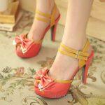 2018 Stiletto Ayakkabı Modelleri Yavruağzı Önden Fiyonklu Bilekten Kemerli