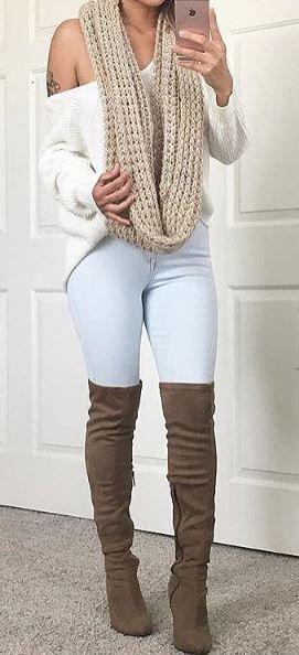 2020 Kış Kombinleri Dizüstü Çizme Kahverengi Süet Kot Pantolon Beyaz Omzu Açık Kazak