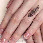 Küçük Dövme Modelleri Tattoo Kuş Tüyü Figürlü Parmak Dövmeleri