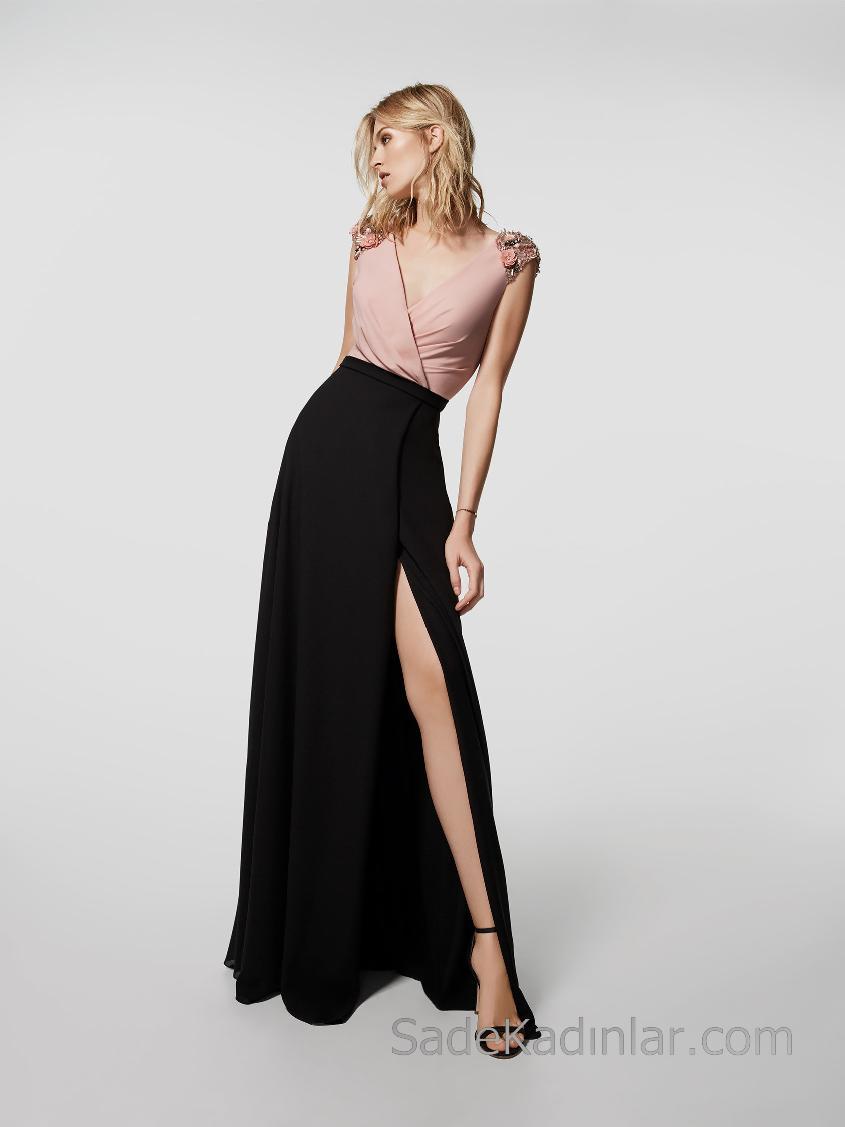 Pronovias 2018 Abiye Modelleri Siyah Uzun Kloş Etek V Yakalı Yırtmaçlı Omuzlarda Boncuk İşlemeli