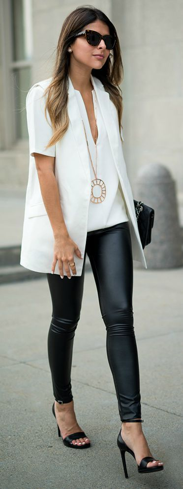 Siyah Deri Tayt Beyaz Bluz Beyaz Ceket