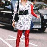 2018 Kombin Trendleri Kırmızı Çizme Beyaz Kısa Puantiyeli Elbise