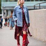2021 Kombin Trendleri Kırmızı Çizme Pembe Desenli Elbise Kot Ceket
