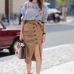 2019 Sokak Modası Trendleri Kahverengi Deri Önden Düğmeli Yırtmaçlı Etek Gri Salaş Swet