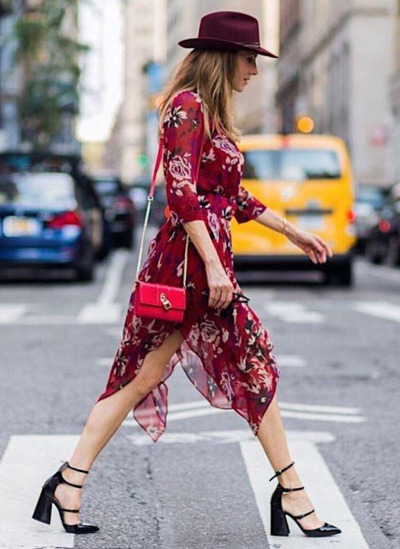 c79223d18a86a 2019 Sokak Modası Trendleri Kırmızı Şifon Çiçek Desenli Simetrik Kesimli  Elbise. «