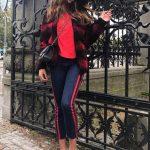 2019 Sokak Modası Trendleri Lacivert Yandan Çizgili Pantolon Nar Çiçeği Kazak Ve Desenli Hırka