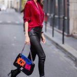2019 Sokak Modası Trendleri Siyah Deri Pantolon Nar Çiçeği V Yakalı Kadife Bluz