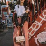2018 Moda Trend Tarçın Bol Kesim Pantolon Beyaz Kısa Kollu Tişört Siyah Deri Ceket