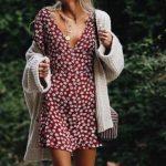 2019 Sokak Modası Trendleri Tarçın Kısa V Yakalı Çiçek Desenli Elbise Kahverengi Salaş Hırka