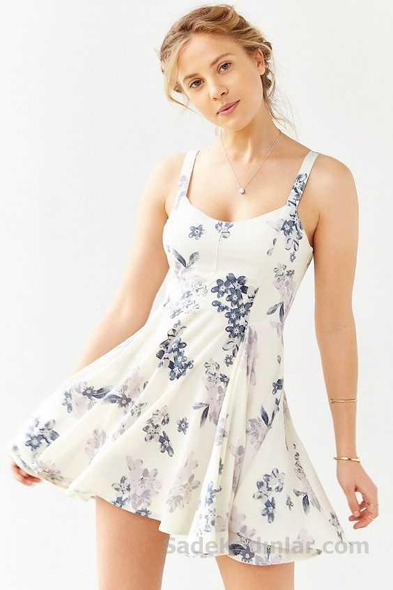2018 Yazlık Elbise Modelleri Beyaz Kısa Askılı Çiçek Desenli Kloş Etekli Elbise
