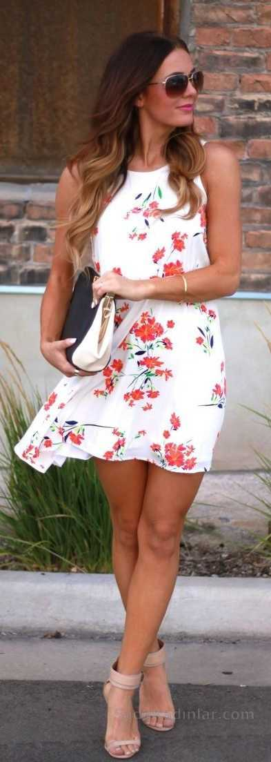 2020 Yazlık Elbise Modelleri Beyaz Kısa Kolsuz Çiçek Desenli Elbise