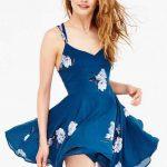 2019 Yazlık Elbise Modelleri Mavi Kısa Askılı Çiçek Desenli Kloş Etekli Elbise