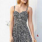 2019 Yazlık Elbise Modelleri Siyah Kısa Askılı Beyaz Çiçek Desenli Elbise