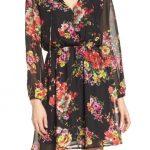 2020 Yazlık Çiçekli Şifon Elbise Modelleri Siyah Kısa V Yakalı Çiçek Desenli