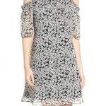 2020 Yazlık Çiçekli Şifon Elbise Modelleri Siyah Kısa Yuvarlak Yaka Omzu Açık Çiçek Desenli