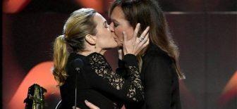 Kate Winslet'in Öpücüğü Hollywood Film Ödüllerinin Önüne Geçti