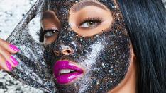Kuru Ciltler İçin Nemlendirici Simli Yüz Maskesi Güzellik'de Yeni Trend
