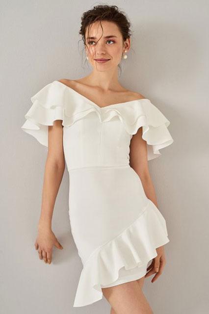 2018 Gece Elbiseleri Beyaz Kısa Geniş V Yaka Fırfır Detaylı Trendyolmilla 60 tl