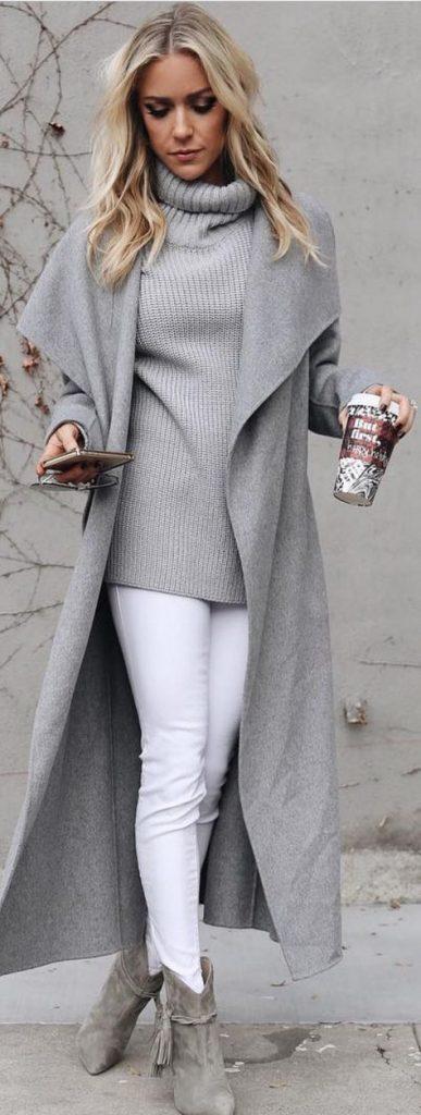 Bayanlar İçin Pantolon Kombinleri Beyaz Pantolon Gri Boğazlı Kazak Gri Geniş Yaka Mont