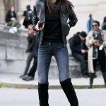 Bayanlar İçin Pantolon Kombinleri Lacivert Pantolon Siyah Kazak Siyah Deri Ceket