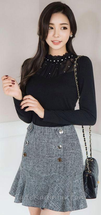 Mini Etek Sokak Modası Kombinleri Gri Düğmeli Etek Siyah İncili Bluz