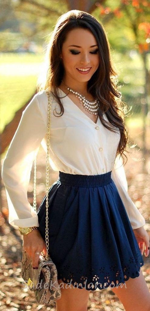 Mini Etek Sokak Modası Kombinleri Lacivert Kloş Etek Beyaz V Yakalı Gömlek