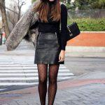 Mini Etek Sokak Modası Kombinleri Siyah Deri Etek Siyah Boğazlı Kazak