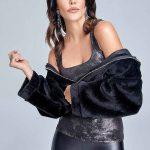 Trendyol'da Şık Kombinler, Siyah Deri Tayt Gri Askılı Bluz Siyah Peluş Mont
