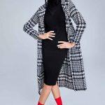 Trendyol'da Şık Kombinler, Siyah Midi Triko Elbise Siyah Desenli Kaşe Kaban