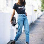 2021Günlük İlkbahar/Yaz Kıyafet Kombinleri Mavi Mom Jean Siyah Kısa Kollu Tişört Siyah Topuklu Ayakkabı