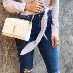 2020 İlkbahar/Yaz Kıyafet Kombinleri Lacivert Yırtık Skinny Pantolon Gri V Yaka Gömlek