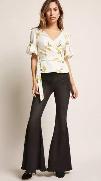 2019 Günlük Spor Kombinler - Outfit Siyah İspanyol Paça Pantolon Beyaz Kısa Kollu V Yaka Çiçek Desenli Gömlek