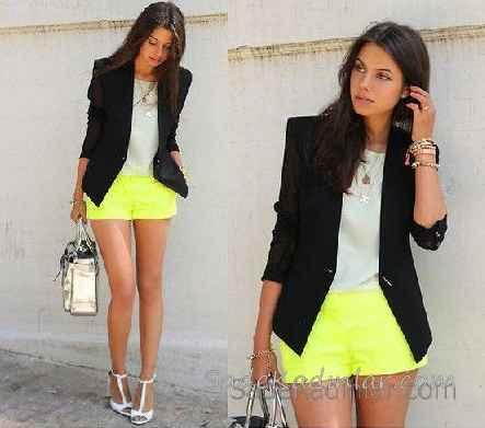 Sokak Modası Günlük Kombinler Sarı Kısa Şort Beyaz Bluz Siyah Uzun Kollu Ceket